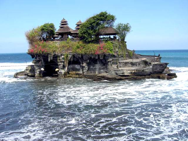 tanah lot rock temple source: amazingworlddestinations.com